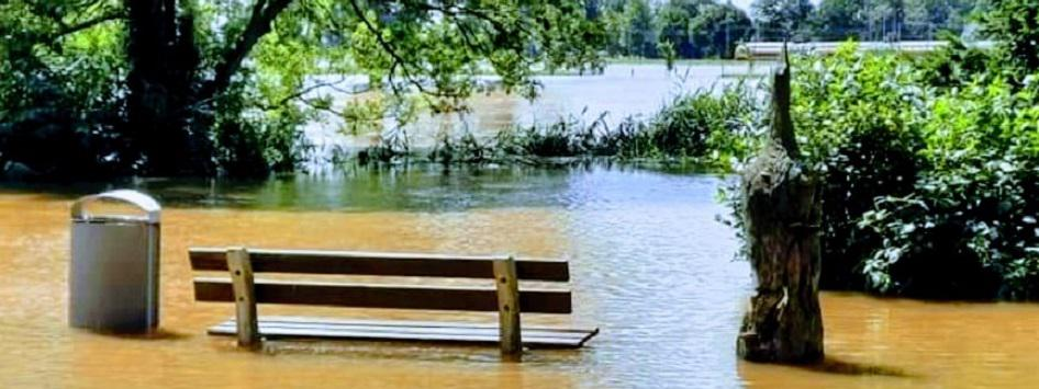 Bankje onder water in Limburg