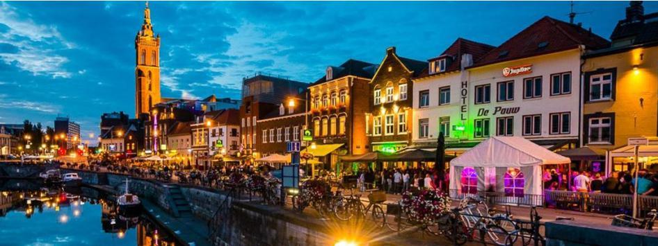 Roerkade in Roermond met gezellige kroegen