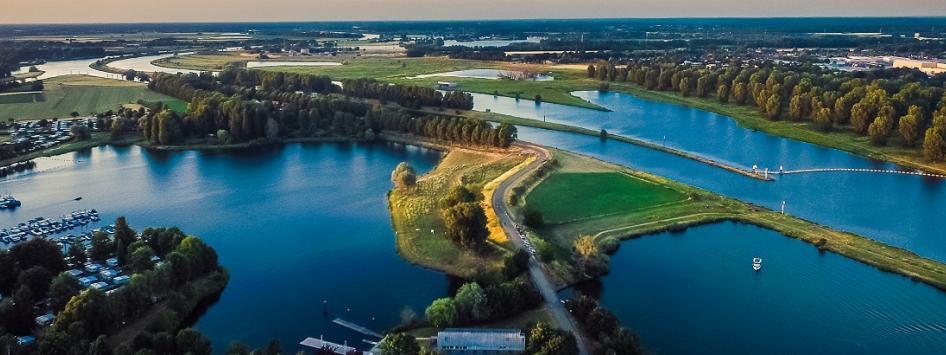 Luchtfoto de Maasplassen Limburg