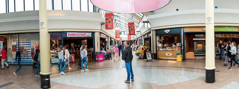 winkelend publiek muntpassage weert
